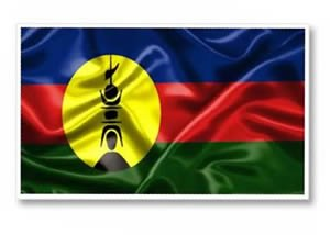 Bandeira caledônia tem uma espécie de flecha espetada numa concha que enfeita os telhados das casas Kanak
