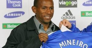 Depois Mineiro também foi defender o Azulão de Londres