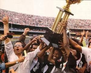 """SeleVasco"", do já poderoso Eurico Miranda, comemora título após vitória contra o São Paulo"
