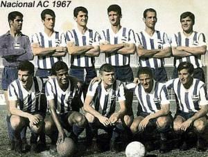 Jair Picerni é o último em pé da direita para a esquerda