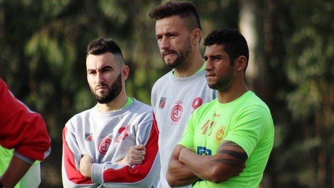 Thiago Silvy (esq) e Alex Bruno (centro) (Crédito: Greik Pacheco/Inter de Lages)