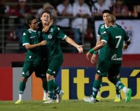 Erik e Felipe Menezes (esquerda) não começarão jogando contra o Brasília (O Popular)