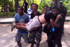 Homem é carregado após se ferir em conflito entre policiais e manifestantes pouco antes de jogos (fonte: twitter @Mangiwantok)