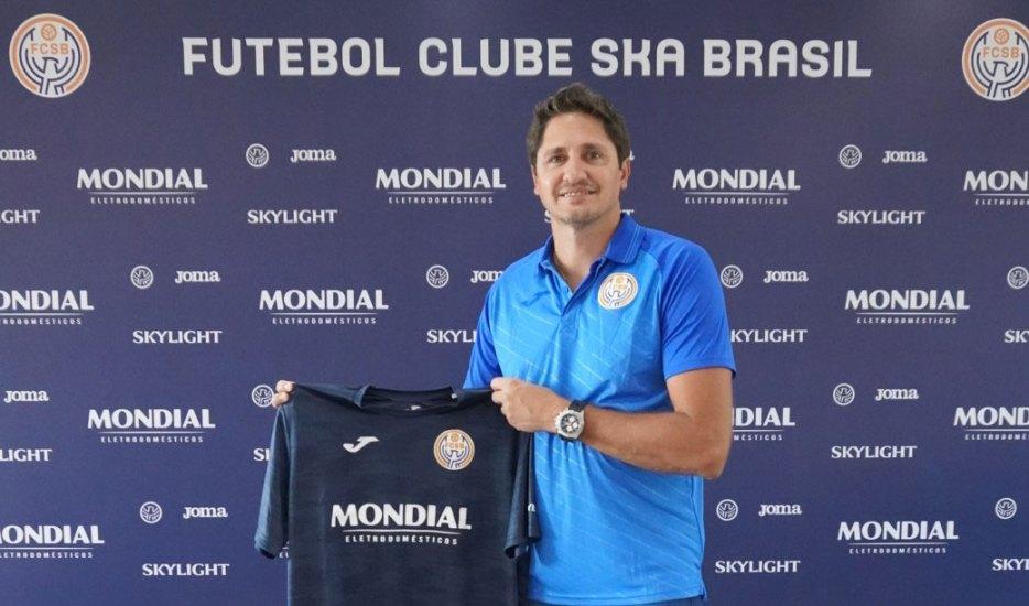 Presidente Edmilson Moraes Apresenta Time Para Serie B Do Paulista 2