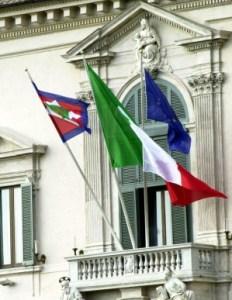 Quirinale balcone con bandiere