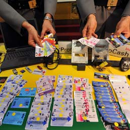 carte-credito-bancomat-clonate-ansa-258