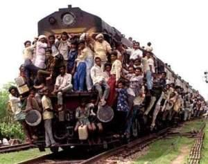 overloaded_train_hanging_india