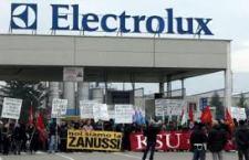L'inaccettabile ricatto Electrolux agli operai: o paga dimezzata di 700 euro al mese oppure trasferiamo gli impianti in Polonia. E' mobilitazione generale, il Governo intervenga