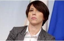 Italia più povera? I politici pensano solo al rimpasto mentre la Banca d'Italia lancia un allarme: ora gli italiani rinunciano anche ai generi alimentari