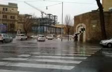 Allerta meteo a Roma: Tevere sotto controllo e traffico in tilt nella Capitale. Si contano i danni lungo tutto il litorale