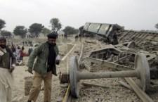 Raid aereo contro i talebani in Pakistan al confine con l'Afghanistan. Almeno 30 persone morte per i bombardamenti