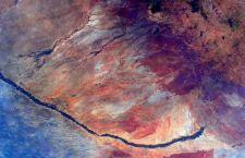 Da Samanta gli auguri di Pasqua arrivano con foto surrealiste dallo spazio
