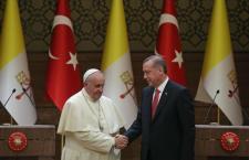Genocidio armeno: Erdogan minaccia il Papa e gli ingiunge di pentirsi