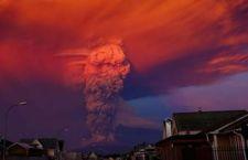 Dopo 40 anni torna in attività vulvano in Cile che arrossa il cielo