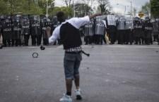 Arrestati, ma subito scarcerati gli agenti responsabili della morte di un giovane nero di Baltimora