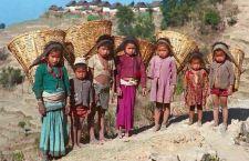 Nepal: 1 milione e 700 mila bambini allo sbando.