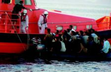 870 migranti sbarcati solo a Pozzallo. C'è una neonata. Riprende l'emergenza sul Mediterraneo
