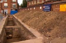 Anche di un altro re inglese cercano i resti sotto un parcheggio dopo il ritrovamento di Riccardo III