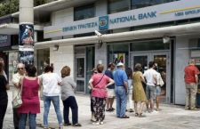 Stato di guerra in Grecia. Banche chiuse per 8 giorni. I bancomat erogano solo 60 euro al giorno.Interviene Obama sulla Merkel