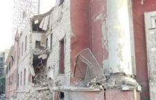Attentato contro consolato italiano. Semidistrutto. 4 passanti feriti