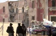 Isis contro l'Italia. Rivendicata bomba che distrutto il nostro Consolato al Cairo