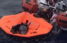 Continua l'arrivo dei migranti. Recuperati 400 vivi. 12 i morti su un gommone