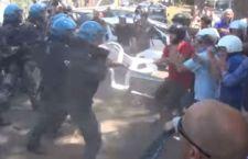Barricate in tutta Italia contro l'accoglienza dei migranti. A Roma rivolta per l'arrivo di 19 di loro