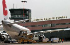 Bologna: bimbo di 11 anni si sente male su aereo e muore in volo