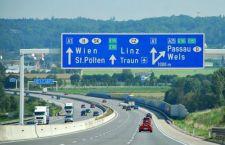 50 migranti trovati asfissiati sul rimorchio di un camion in Austria, mentre altri 51 morti giungevano a Catania