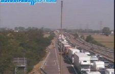 Riapre dopo ore l'Autostrada del Sole bloccata tra Parma e Piacenza. Disagi anche sulla A14