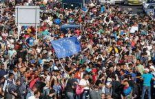 Migranti: il Papa li affida a tutte le parrocchie. Pronto piano Ue per 120 mila. Uk e Francia vorrebbero fare la guerra all'Isis