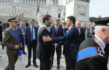 Svolta nella guerra della carta di credito di Roma Capitale: Marino rinuncia ai soldi pubblici
