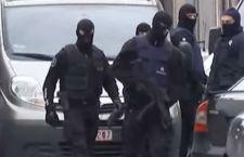 Parigi: vinta una battaglia, la guerra all'Isis continua. Si studia il Dna dei terroristi. Europa allenta cordoni della borsa