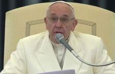 Francesco: chi fa la guerra è maledetto. Dio Piange