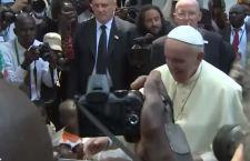 """Francesco dopo l'Africa. Continuiamo a fare """"pulizia"""" nella Chiesa"""
