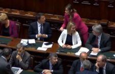 Camera: sfiducia alla Boschi.  Renzi non rischia il voto, ma l'immagine