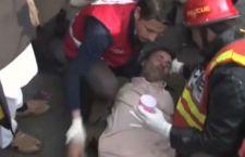 Pakistan: strage di un attentatore suicida a Peshawar con 10 morti e 20 feriti