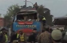 Pakistan: 15 morti per attentato contro bus a Peshawar
