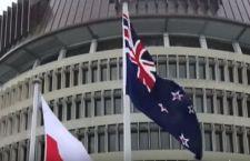 La Nuova Zelanda si tiene la vecchia bandiera