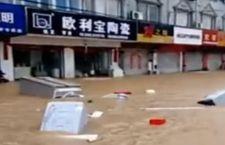 Inondazioni in Cina fanno 150 morti e centinaia di migliaia di sfollati