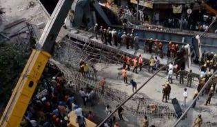 Calcutta: ponte crollato