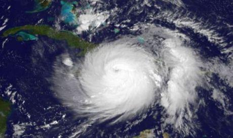 Uragano Matthew visto dal satellite