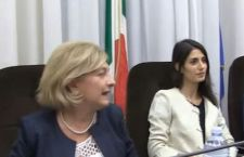 Roma: tegola per la Raggi. L'assessore Muraro si dimette perché indagata