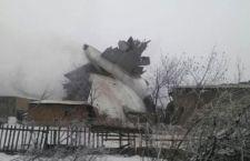 Kirghizistan: cade aereo sulle case. 32 morti