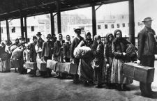 Il ciclone Trump e gli immigrati di Ellis Island  – di Giuseppe Careri