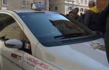 Taxi al lavoro. A Roma si fermano i mezzi pubblici