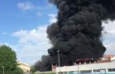 Roma: allarme diossina per incendio industria plastica a Pomezia