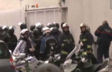 Parigi: attacco anti islamico contro moschea. Auto contro i fedeli. Nessun ferito