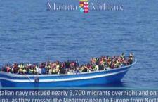 Migranti: 2000 arrivi in poche ore. Morti e feriti in un centro clandestino in Libia