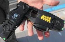 Arriva la pistola elettronica alle forze dell'ordine